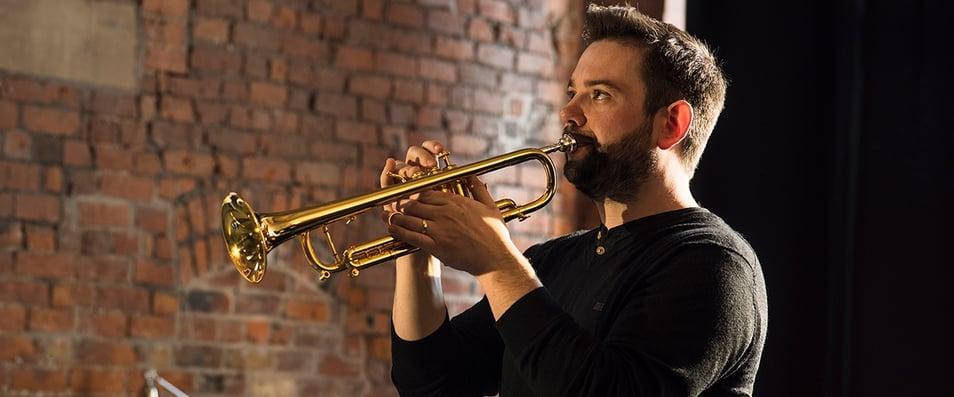 gary farr playing trumpet
